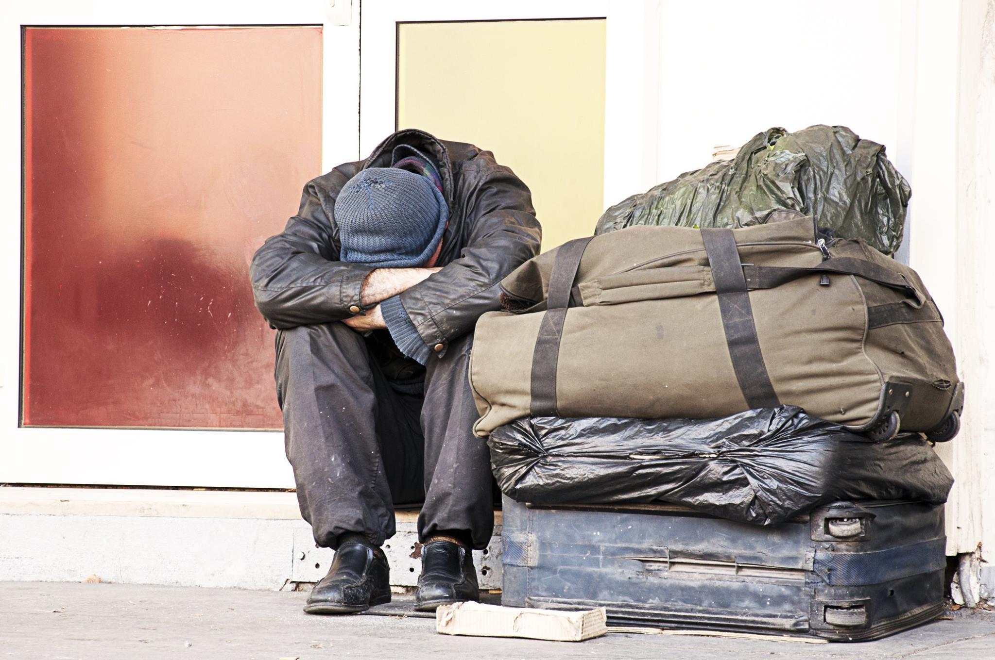 Oblečenie pre ľudí vnúdzi: Čo do charity prineste a čo určite nenoste