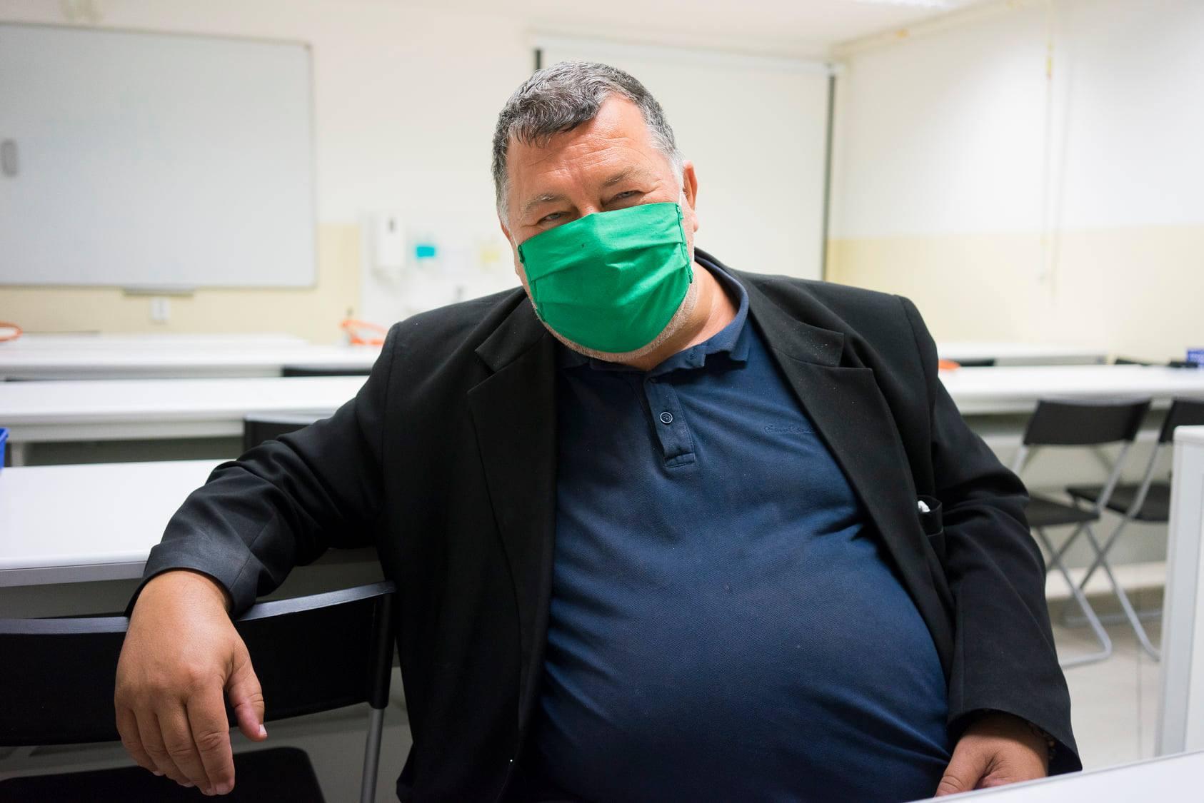 Bez rúška to nejde. Fotografia poznačená pandemickou situáciou. Profesor Krčméry bol počas nej najcitovanejším slovenským odborníkom.